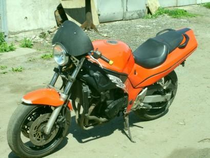 В угоне красный Suzuki RF 400 R 1993