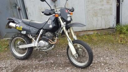 В угоне черный металлик Honda XR 250 R 2001