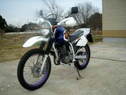 В угоне синий Suzuki Djebel 250 XC 1998