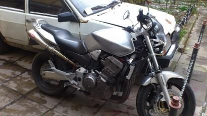 В угоне серебряный металлик Honda CB 900 Hornet 2003
