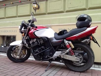 В угоне красный Honda CB 400 SF Hyper Vtec 2003